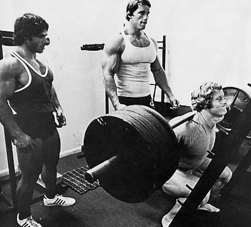 Old School : Arnold Schwarzenegger, Franco Columbu assistono Kenny